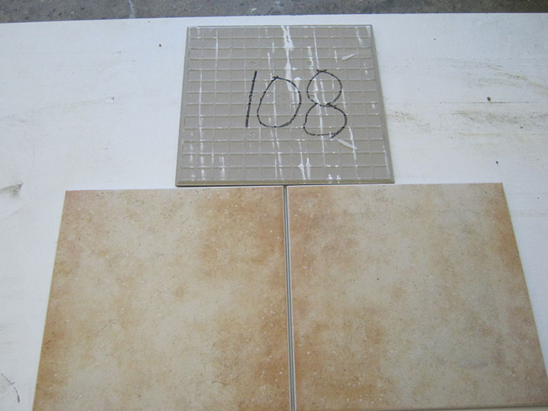 0108-Vileroy og Boch Lys brun chancerende Gulv flise - 33x33cm 9 m² - Kr.750 i alt