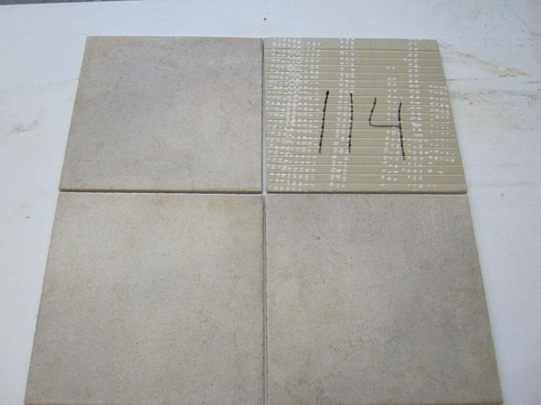 0114-Karzilius Gråbrun nistret Gulv flise - 31x31cm 10 m² - Kr.1000 i alt