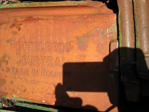 0008 Sterreberg-Courtrai Dukketagsten Fals Glaserede Grønne og brune nuancer Tegl